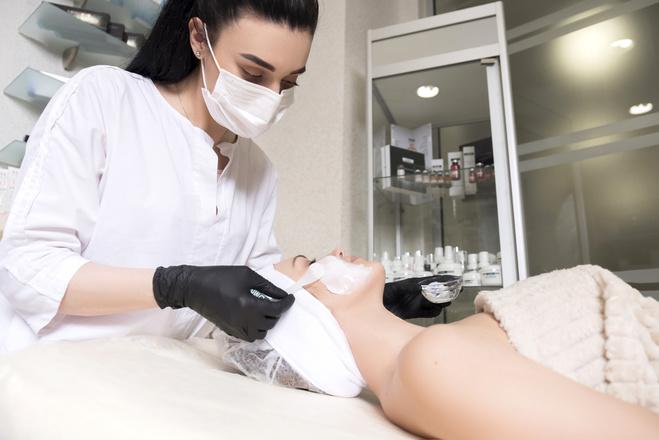 косметолог процедура летом