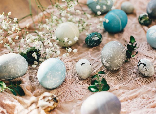 Чому на Великдень красять яйця