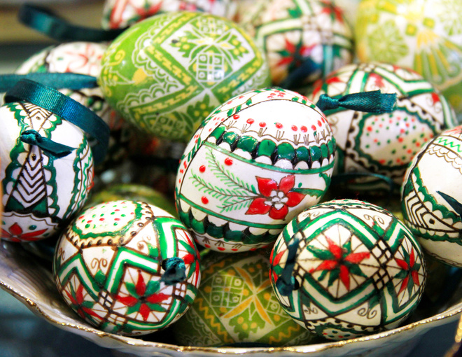 Питання-відповідь: Навіщо на Великдень фарбують яйця?