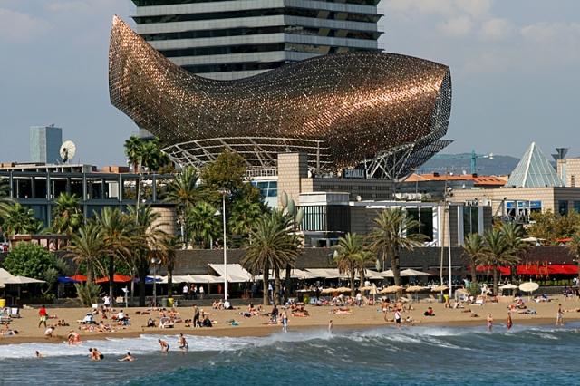 Скульптуры рыб: рыба-кит в Барселоне