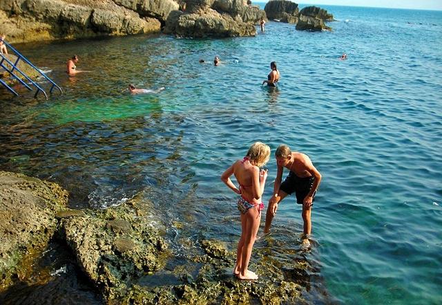 Нудистськи пляжі Чорногорії: Ульцин, пляж Готелю Альбатрос