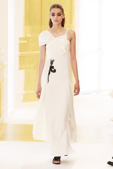 ... Весільна сукня на осінь-зиму 2016 2017 DIOR HAUTE COUTURE 5bd0fe7ad11ea