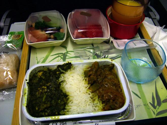 Їжа в літаках: дорого та несмачно?