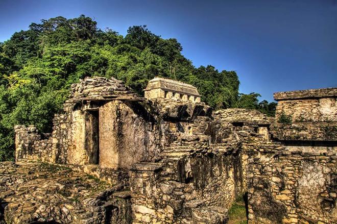 Чудо світу: Храм Сонця в Паленке і ацтек на космічному мотоциклі