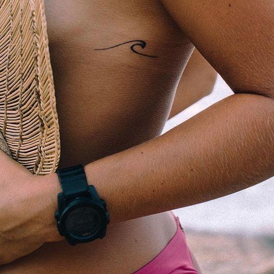 25 татуировок с морем и волнами, которые впечатлят даже твою маму