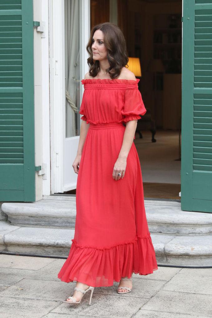 Кейт Миддлтон в алом платье от Alexander McQueen
