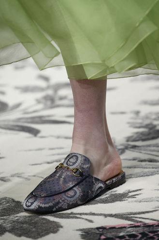 Модне взуття 2016: тапочки
