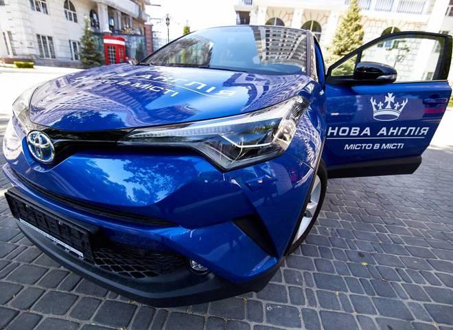 """Мрії здійснюються: хто виграв Toyota CH-R Hybrid від ЖК """"Нова Англія""""?"""