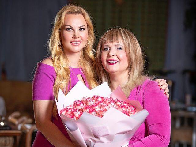 KAMALIYA з мамою