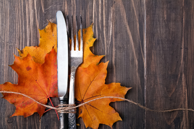 Хелловін 2015: сервіровка столу, чарки, сервіз,, виделки, ложки, посуд, тарілки, серветки