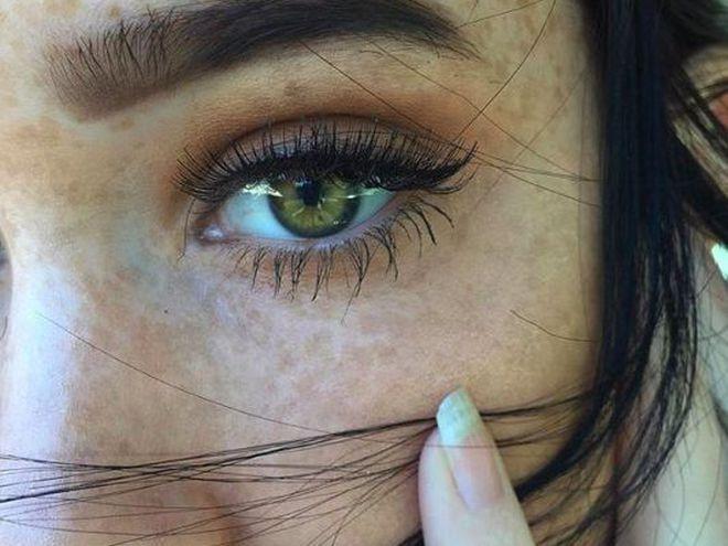 Искусственные веснушки на лице