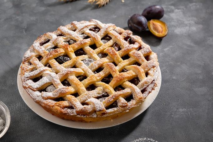 Дріжджовий пиріг зі сливою