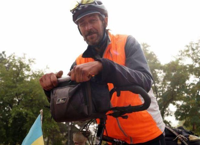 Український пенсіонер проїхав 17 країн на саморобному велосипеді