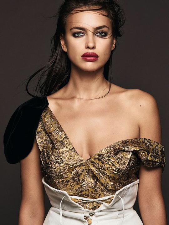 Ирина Шейк оголилась для обложки французского журнала