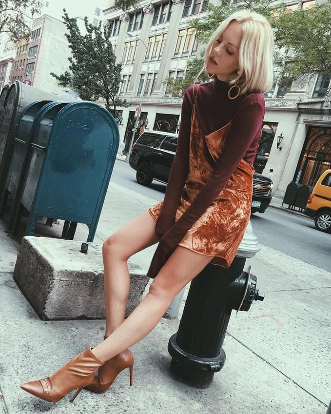 Как носить платье-комбинацию осенью: 6 стритстайл-луков