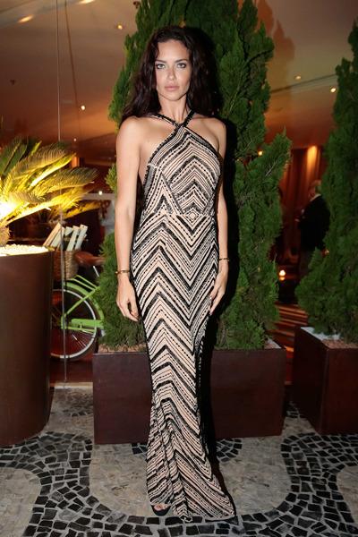 Адриана Лима в платье от бразильского дизайнера