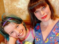 Милла Йовович и её дочь Эва
