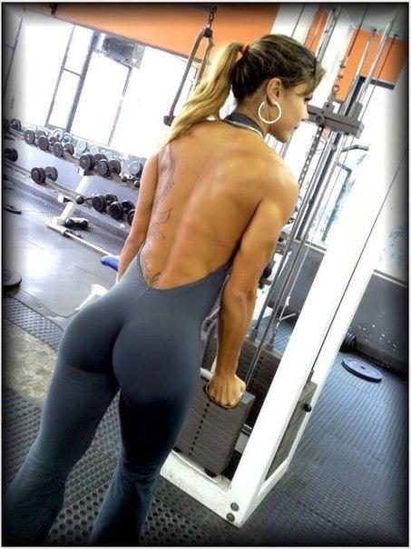 Шикарные девушки в спортзале