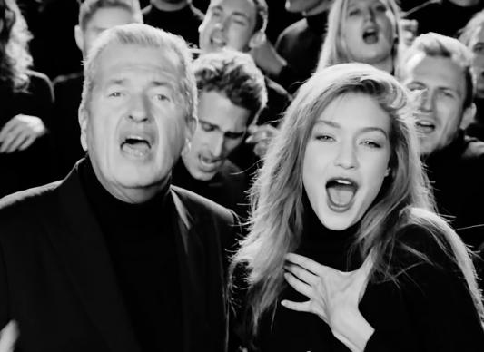 Модное поздравление: Марио Тестино и Джиджи Хадид спели новогоднюю песню