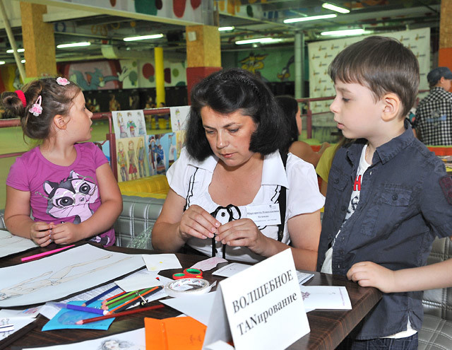 Школа дизайна научит детей одеваться со вкусом и вести себя на публике