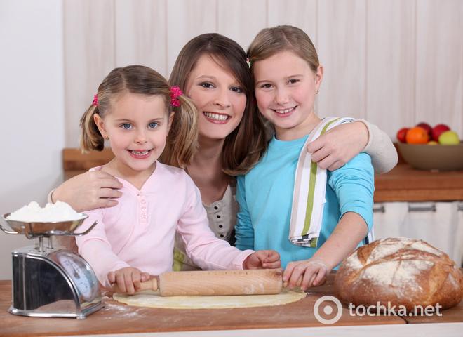 Мама і діти, дочки, сімейна справа, кулінарія