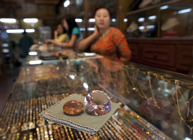 Аукцион драгоценных камней принес рекордную прибыль
