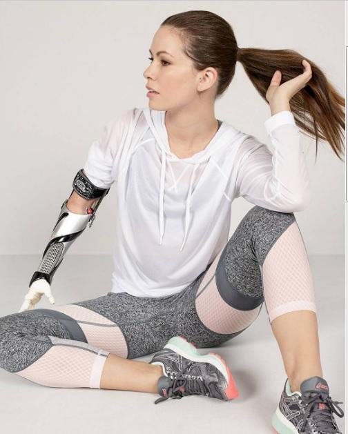 Шахоллі Айерс - модель без руки