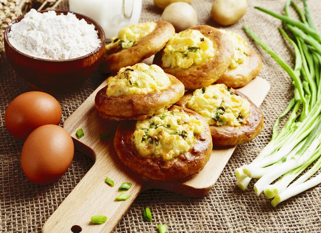 Пиріжки з картоплею, картопля, тісто, борошно, сіль, масло, спеції, зелень