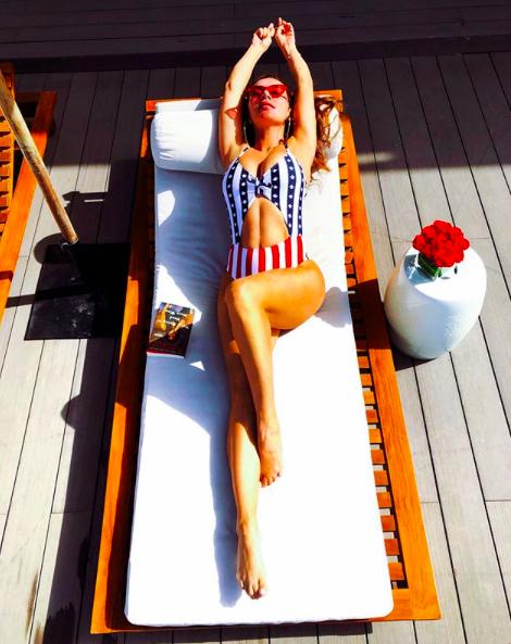 Анна Сєдокова в купальнику