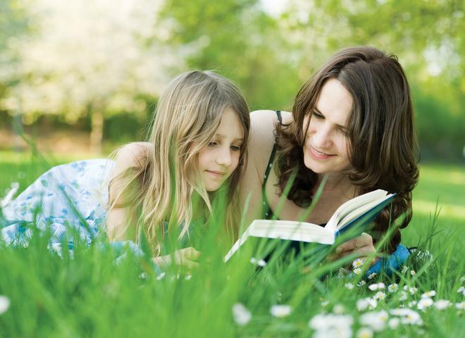 літо, заняття з дитиною, читання з дитиною, батьки і діти, позакласне читання