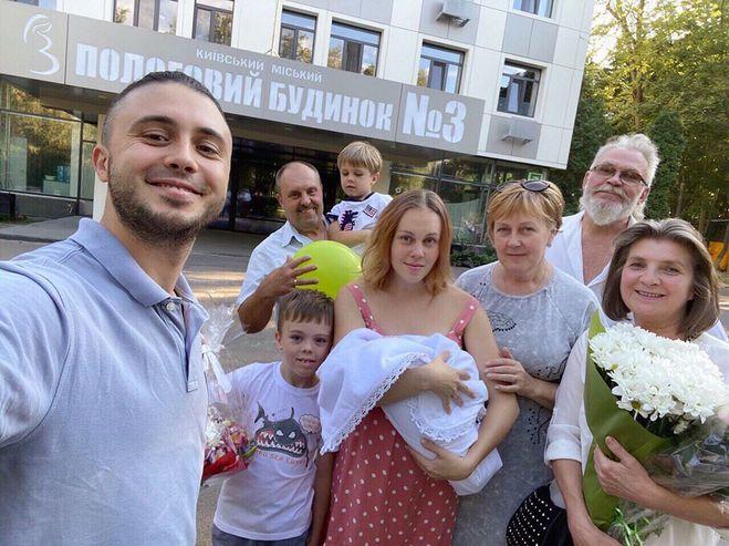 Alyosha з родиною