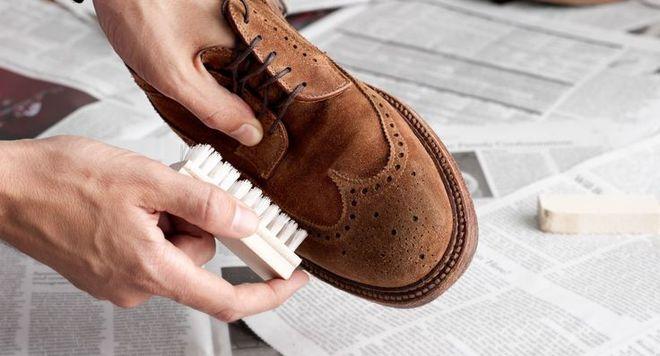 Догляд за замшевим взуттям взимку