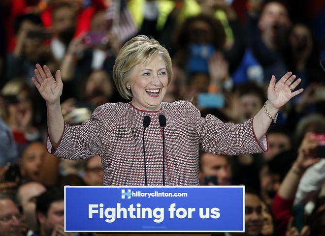Хілларі Клінтон в Armani
