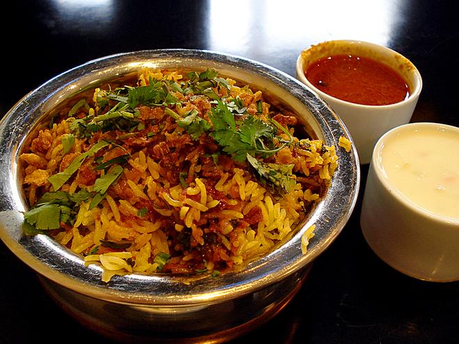 10 страв, які ви зобов'язані скуштувати в Індії: Рис Біріані з соусом Райта