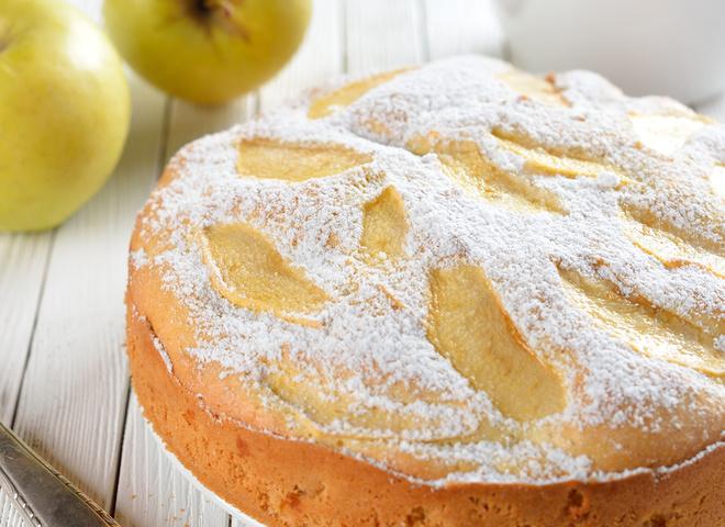 шарлотка яблоки изюмом и корицей рецепт