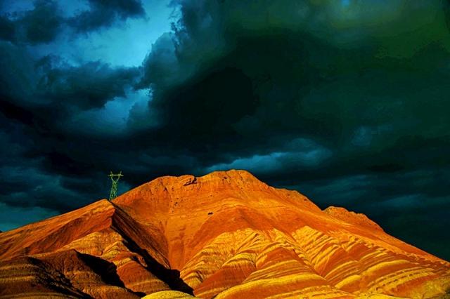 Неймовірно, але факт: кольорові гори Китаю