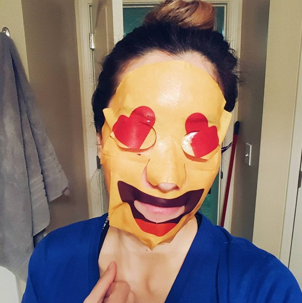емодзі маска для обличчя