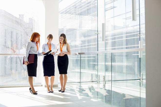 Деловая одежда для женщин: топ-5 вещей офисного дресс-кода