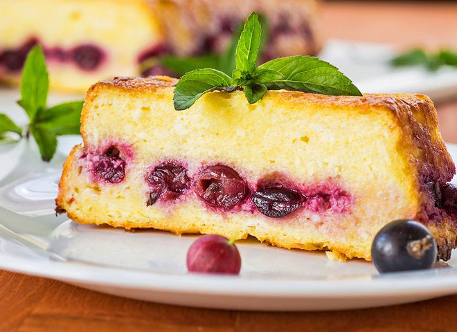 Манник на кефире: рецепт с ягодной начинкой