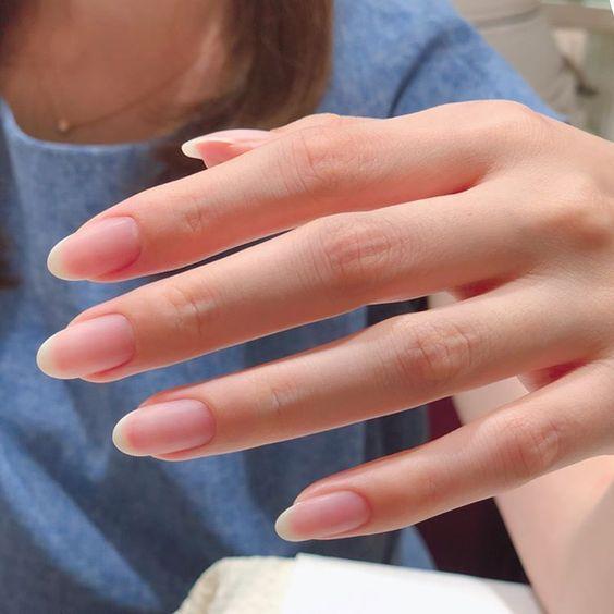 """Тренды дизайна ногтей: """"голый"""" маникюр"""