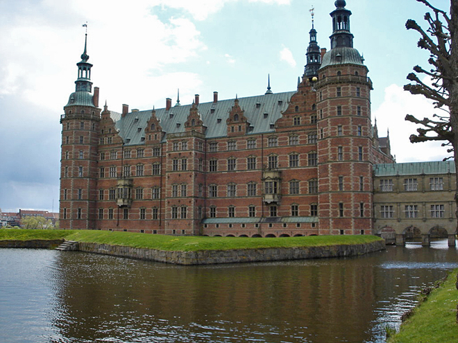 Замки на воде: Замок Фредериксборг, Дания