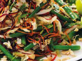 Салат из консервированной фасоли с морковью и луком