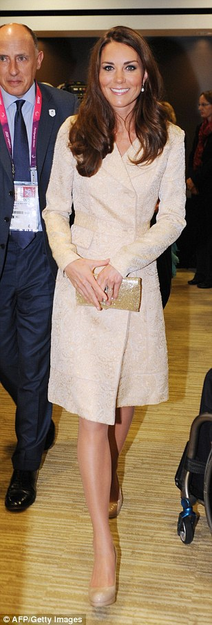 Кейт Миддлтон в одинаковом платье-пальто: 2012