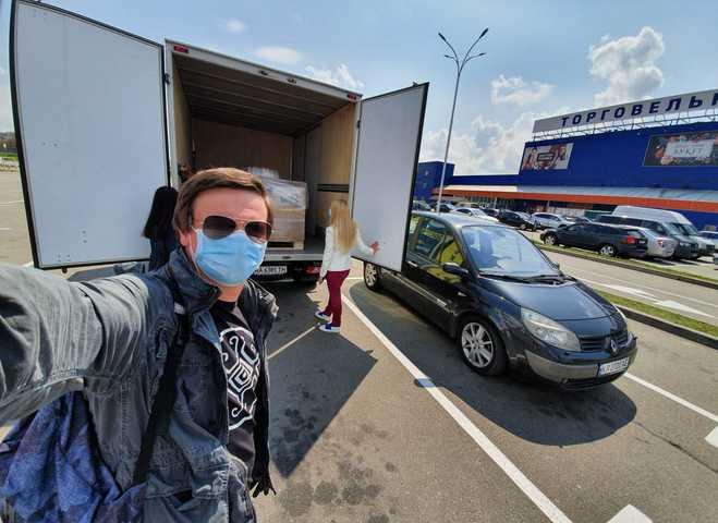 Дмитро Комаров разом з бізнесменами повністю забезпечили дві лікарні засобами захисту та дезінфекції