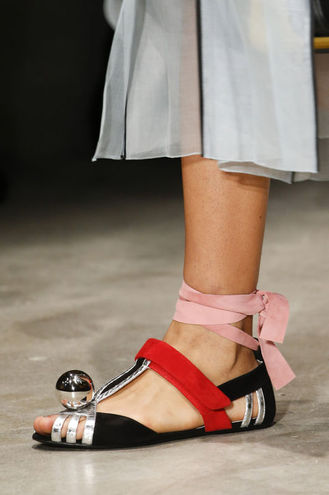 Модне взуття 2016: акцент на щиколотці