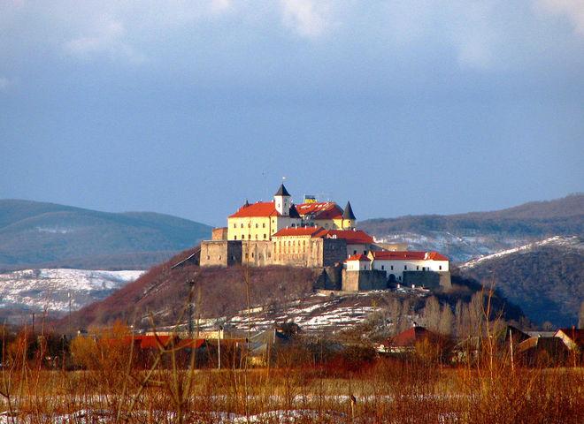 Закарпатский замок Паланок показали с высоты птичьего полёта (смотри потрясающее видео)