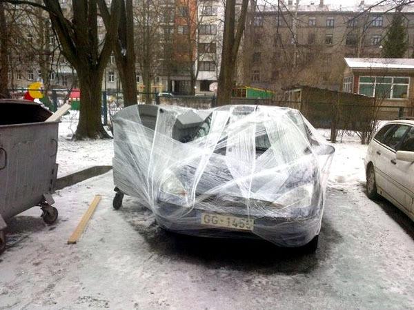 Так в Риге наказывают за неправильную паркову!