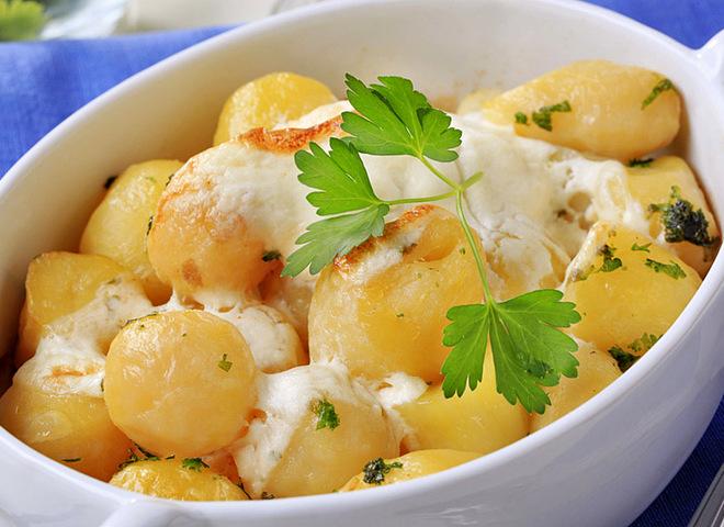 Молода картопля в сметані