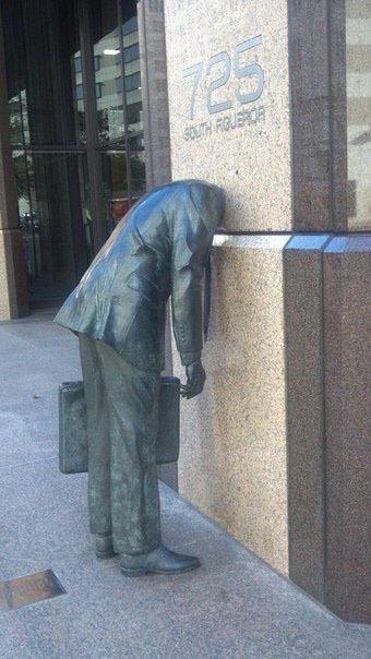 Памятник работникам офиса