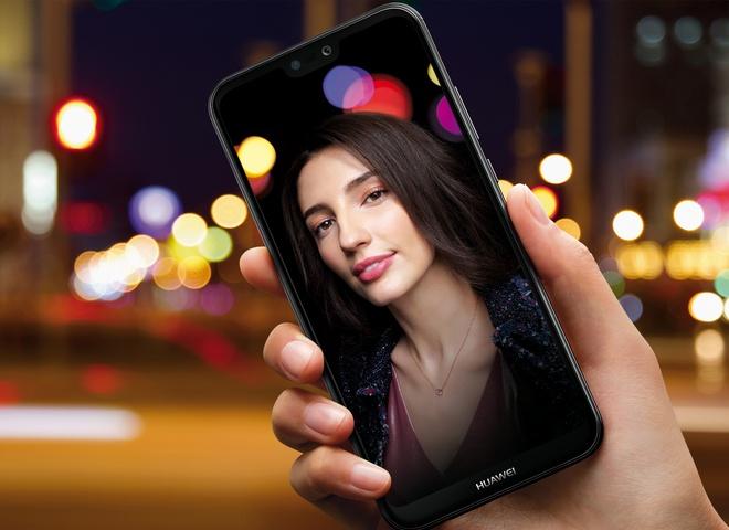 Huawei відкриває перший флагманський магазин у центрі Києва та анонсує початок продажів Huawei P20 lite в Україні